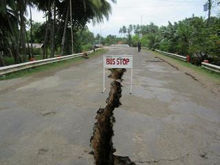 Many roads in Negros Oriental pose risk due to cracks caused by quake