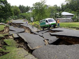 Visayas quake destroys Negros Or. road network, cuts off remote towns