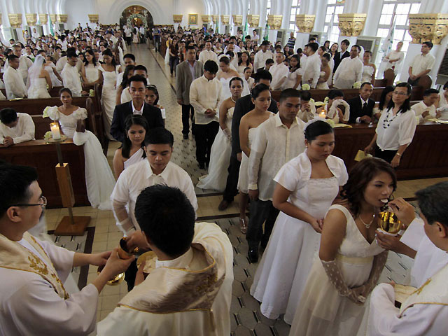 Half Of Married Pinoy Catholics Did Not Get In Church