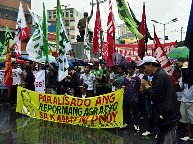 recommendation of agrarian reform Philippines - agrarian reform communities development project (english)  document type memorandum & recommendation of the president report number p6936.