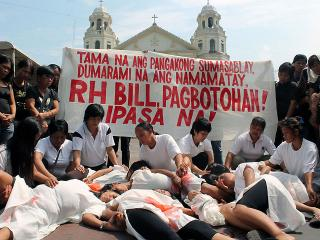 Pro-RH bill groups blame PNoy over unfulfilled RH bill passage
