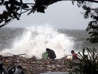 Geners big waves batter Manilas coastline