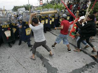 Anti-PNoy militants clash with police
