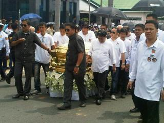 Salamat Dolphy as funeral procession proceeds