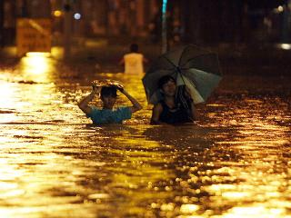 Heavy flooding in QC renders many roads submerged