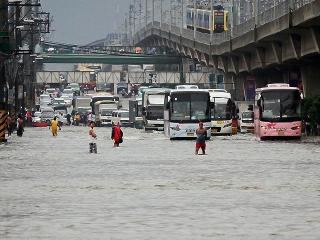 Buses charge into flooded EDSA in QC