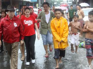 Marian Rivera brings a dose of comfort to QC flood victims