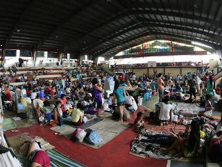 Flood victims take shelter in Angono gym