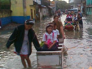Pasig street remains flooded while others have subsided