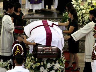 Robredos family bids farewell to their departed loved one