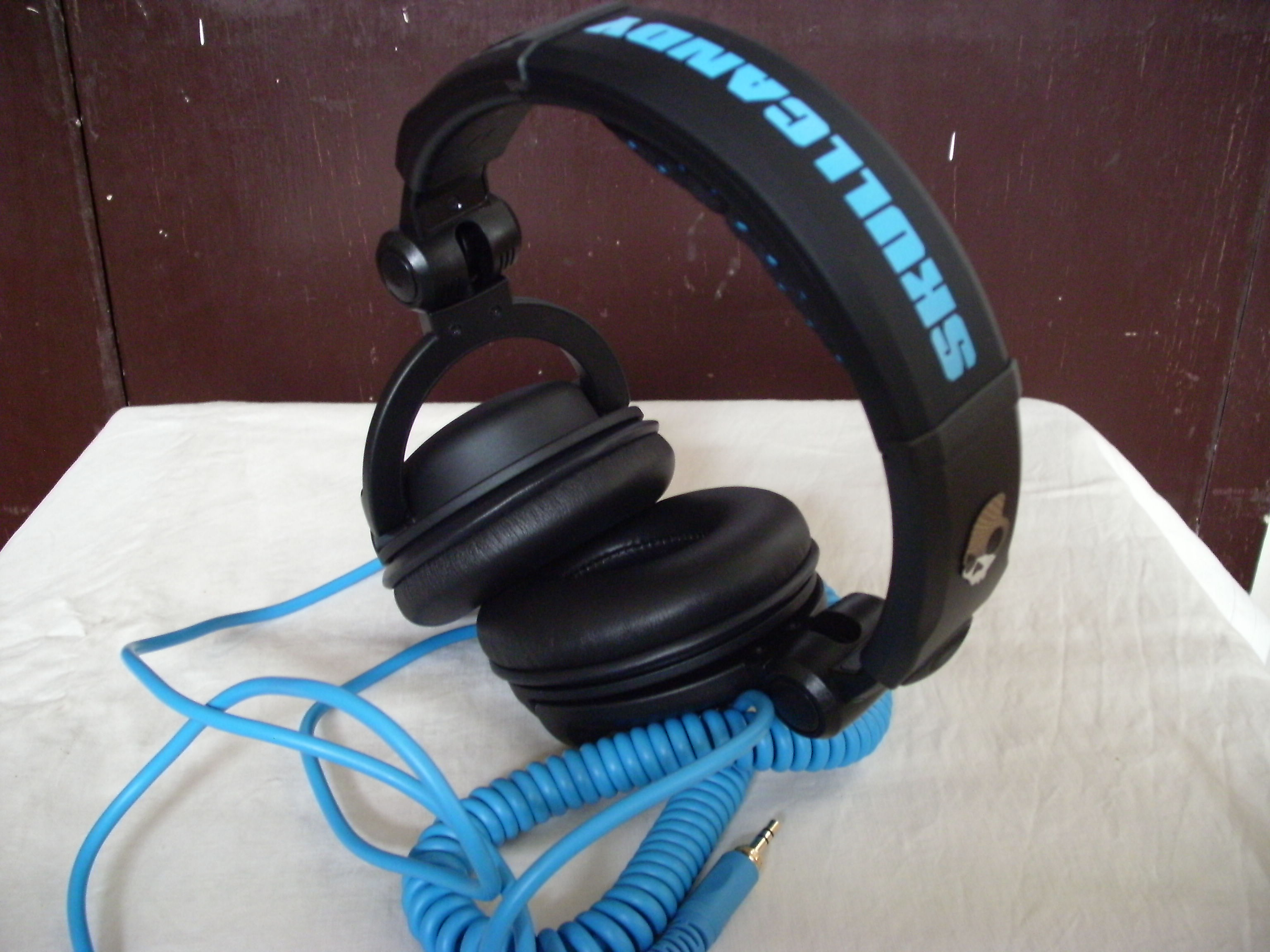 Headphone Review Skullcandy Sk Pro Scitech Gma News Online Jack Wiring Diagram Common In Other Low End Headphones The Instrumental Pathos Of Post Rock As Well Emo Bands Were Given Much Needed Articulation High Notes And