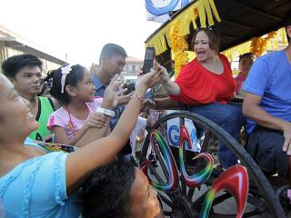 Kapuso stars join Repasso de Vigan parade