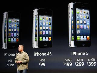 Apple launches iPhone 5 in US
