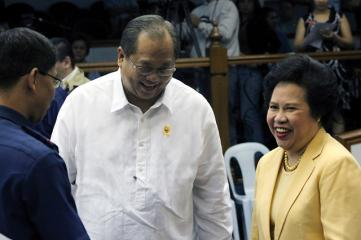 Puno faces Senate inquiry over jueteng, arms deal 