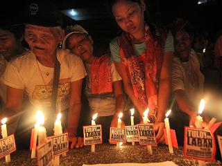 Martial Law survivors light candles on Mendiola