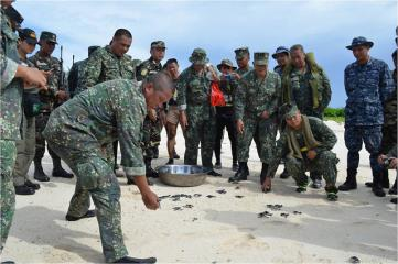 WESCOM chief Lt. Gen. Sabban, troops visit PHL-held island at Spratlys