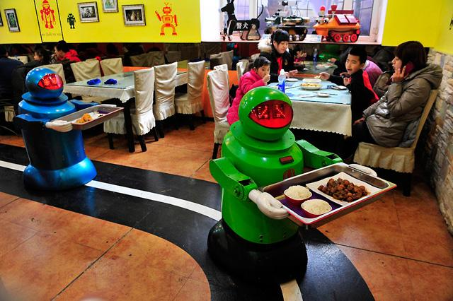 640_ZZZ_011413_technology - Robots cook and serve food at China resto - Lifestyle, Culture and Arts