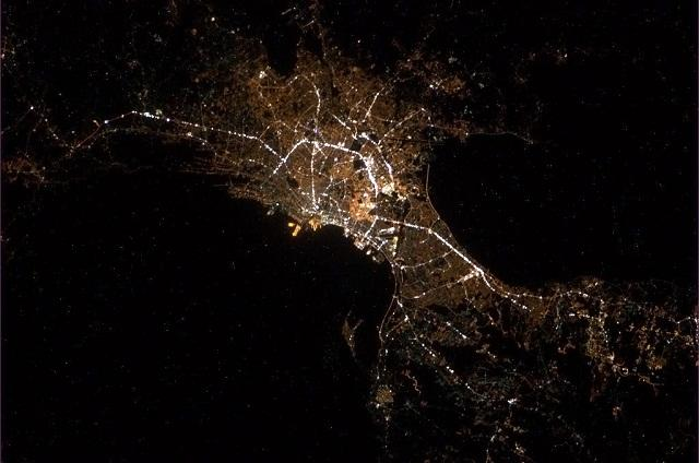 640_Manila-from-space_Chris-Hadfield_06Mar2013 - Manila from outer space - Philippine Photo Gallery