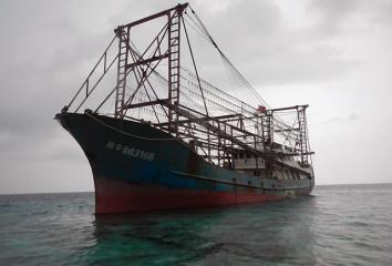 Chinese fishing vessel runs aground in Tubbataha Reef