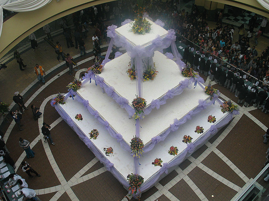 worlds largest wedding cake wedding cake in baguio city photos gma news 27634
